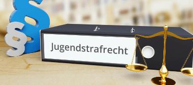 Rechtliche Beratung zum Thema Jugendstrafrecht im Strafrechtdurch die Rechtsanwälte Stalling & Kollegen aus Kassel.