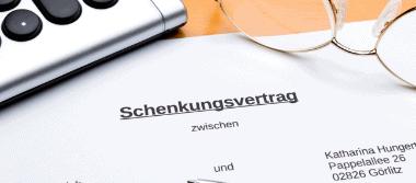 Zum Schenkungsvertrag im Vertragsrecht, Erbrecht und bei der Vermögensnachfolge beraten Sie die Rechtsanwälte Stalling & Kollegen aus Kassel.